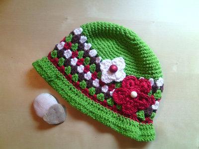 cappello cotone bambina uncinetto estate con fiori e bottoni cloche