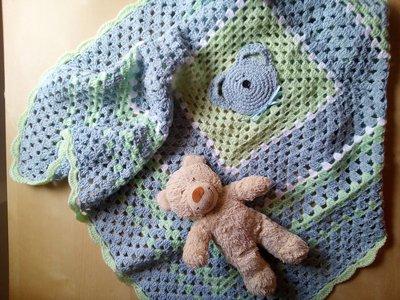copertina lana uncinetto per neonato colore azzurro verde e bianco con orsetto -  regalo nascita coperta carrozzina