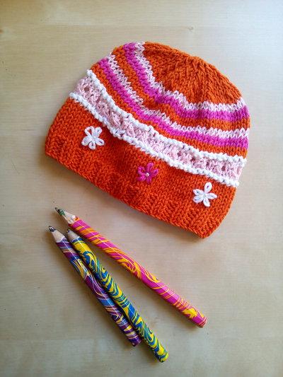 berretto per bambina fatto a mano ricamato in lana e cotone