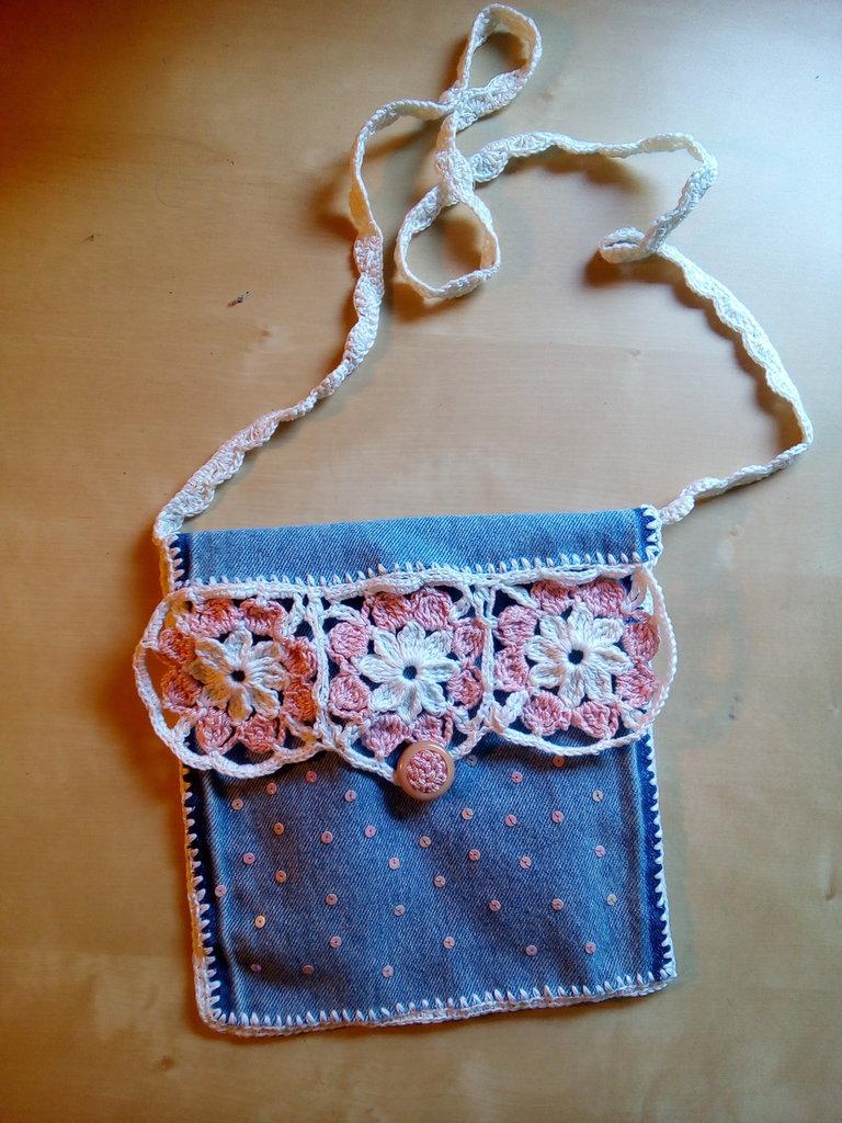 borsetta per bambina tracolla uncinetto rosa jeans borsa boho materiali riciclati
