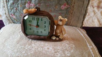 Sveglia con orsetto e scoiattolo