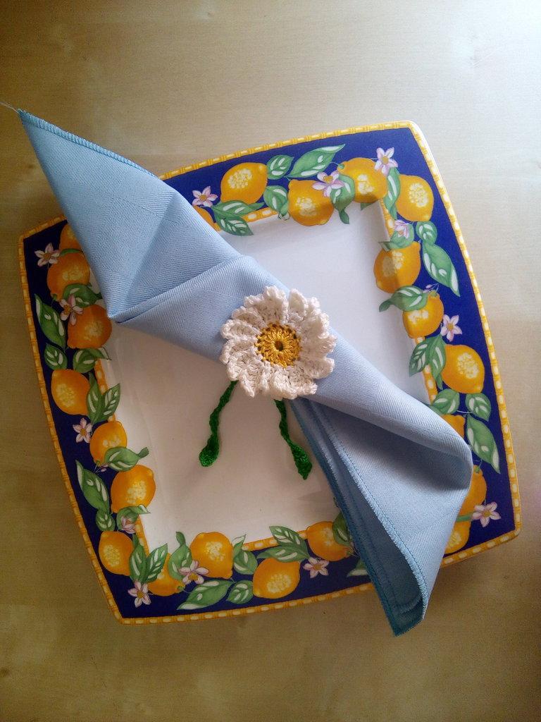 set  8 porta tovagliolo a uncinetto con margherite bianche e gialle in cotone - servizio per tavola