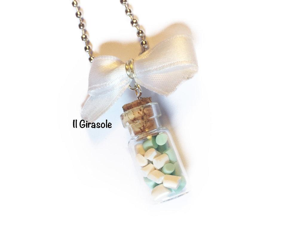 Collana boccetta di vetro con bon bon bianchi e color menta in pasta polimerica fimo