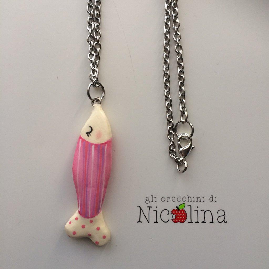 Collana lunga con pesciolino rosa in cartapesta