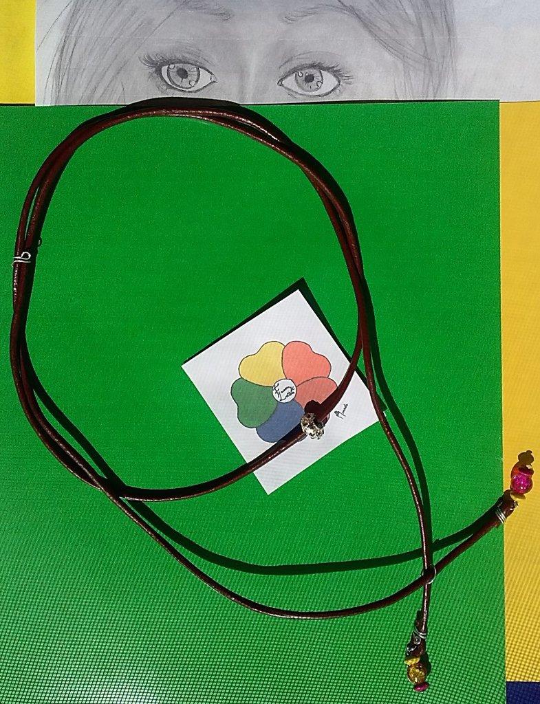 COLLANA   LINEA CUOIO *LEI*  CON *PERLE DI VETRO FUCSIA-ARANCIO* e  perle di legno  giallo-rosse nella parte finale