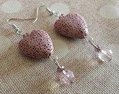 Orecchini pendenti cuori rosa in pietra lavica e cristalli