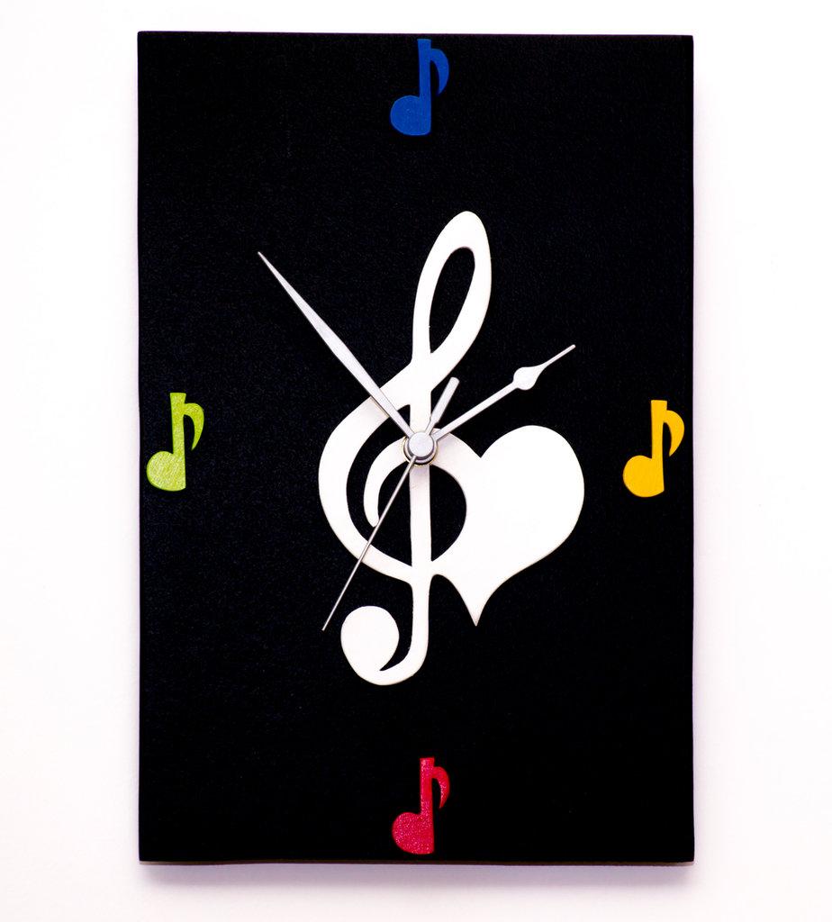 Orologio in legno da parete con note musicali fatto a mano, con sfondo nero e note colorate - Musica