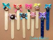 Segnalibro-segnaposto di legno decorati con dolcetti, biscotti e altri soggetti fatti a mano in fimo