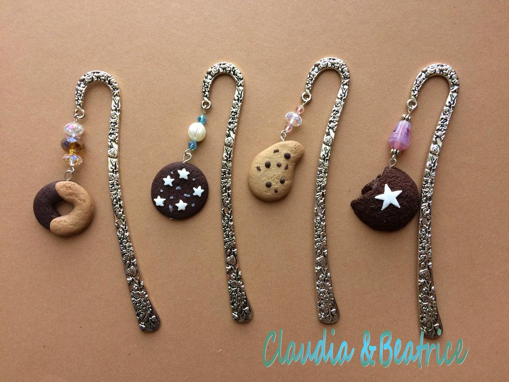 Segnalibro-segnaposto di metallo decorati con biscotti fatti a mano in fimo
