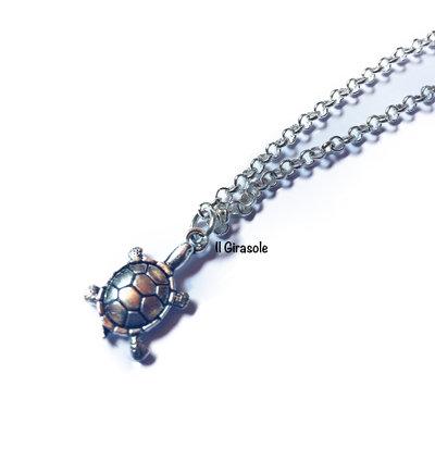Collana tartaruga a girocollo con charm in argento tibetano
