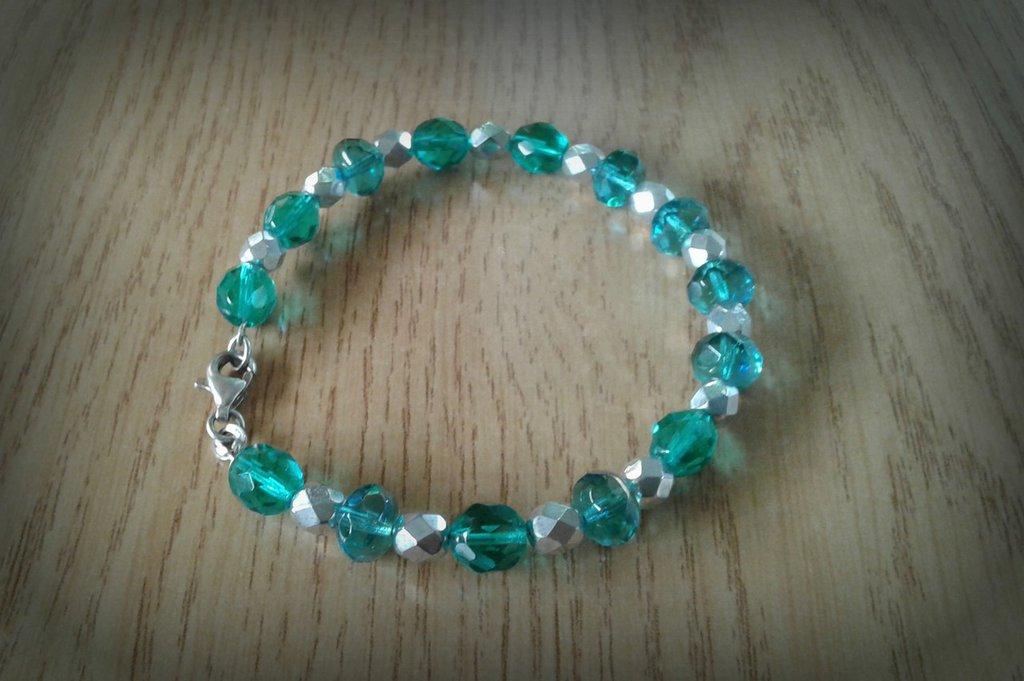 Bracciale armonico perle azzurro verdi e argentate