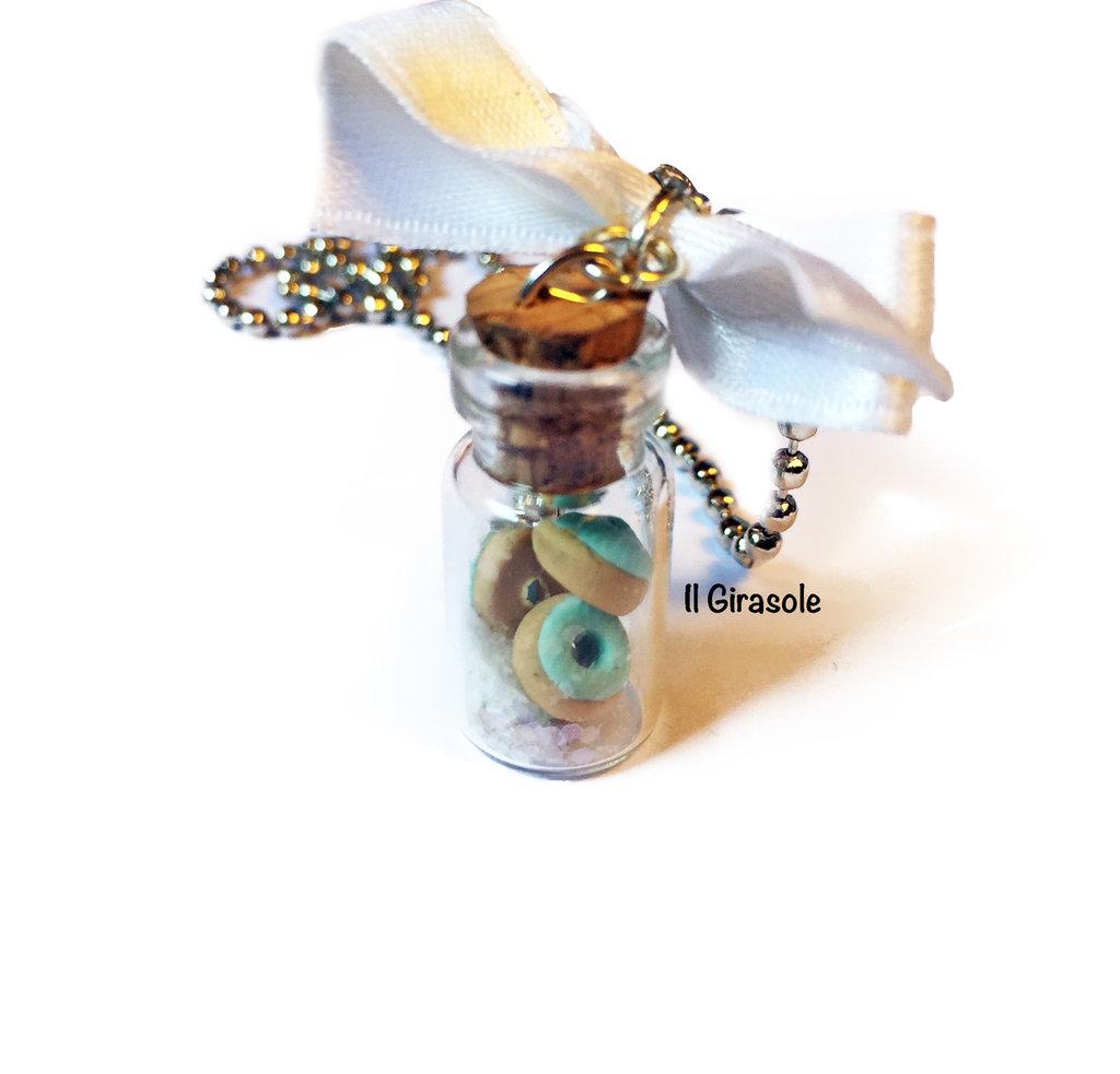 Collana boccetta di vetro con ciambelle color menta e glitter