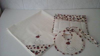 set nascita, porta pannolini con quadrato in cotone e bavaglino