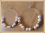 Orecchini cerchio con perle bianco opaco e dorate