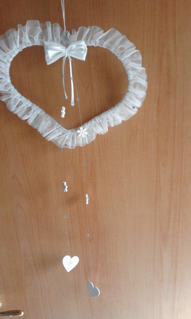 decorazione fuori porta matrimonio bianco