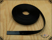 Nastro similpelle vernice, colore nero lucido, cm. 100 x 10 mm.