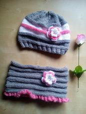 completo in lana bambina berretto e scaldacollo fatto a mano grigio bianco e rosa