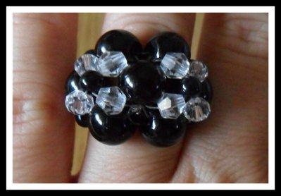 Anello intrecciato fiore nero e trasparente