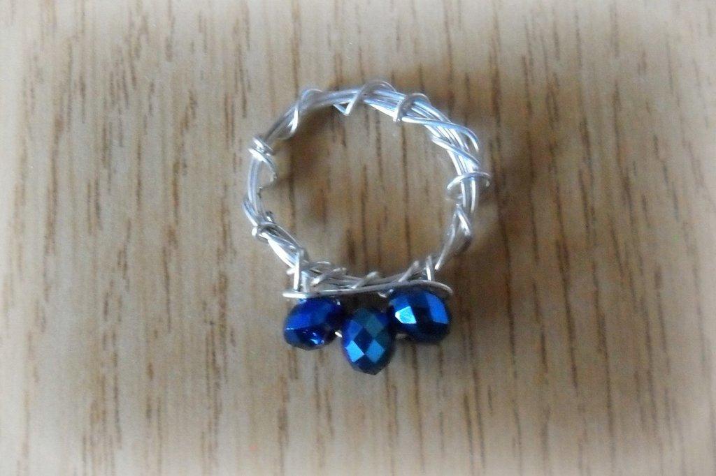 Anello ragazzina perline blu