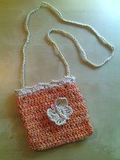 borsetta bambina a uncinetto con tracolla in cotone con farfalla e perlina