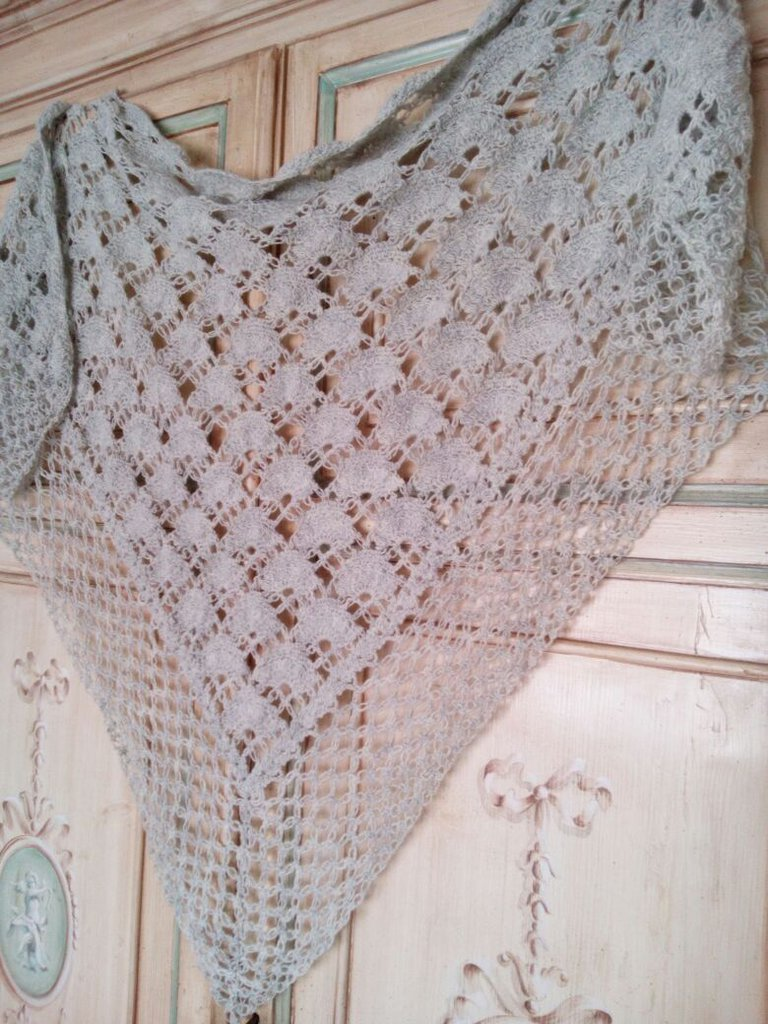 scialle in lana all'uncinetto motivo ventagli -stola sposa - copri spalle grigio chiaro