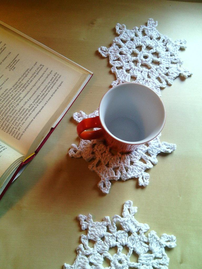 Sotto tazza regalo Natale o sotto bicchieri all'uncinetto cotone grosso bianco argento motivo cristalli