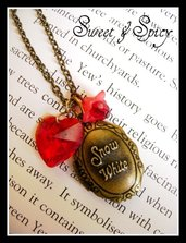 SNOW WHITE TINY LOCKET NECKLACE