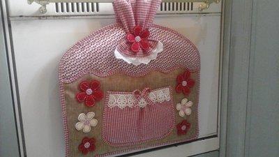 copriforno country per forno con maniglia stretta in rosso e beige
