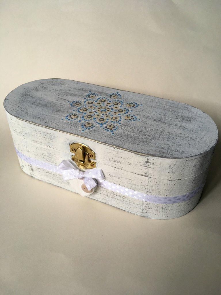 Scatola portagioie shabby chic in legno con mandala decorativo