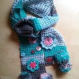 sciarpa lunga uncinetto bambina romantica boho con ponpon verde fiori azzurro