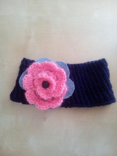 Paraorecchie in lana fascia per capelli bambina con grande fiore a crochet jeans e bottoncino in plastica