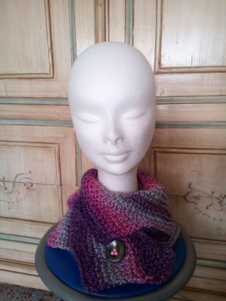 scalda collo donna freeform collo in lana tricot con allacciatura bottone gioiello colore sfumato grigio rosa viola