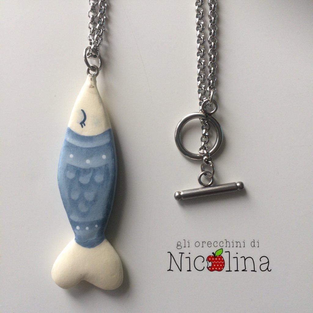 Collana lunga pesciolino acciuga in cartapesta colore azzurro