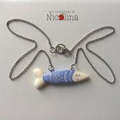 Collana pesciolino acciuga in cartapesta country blu