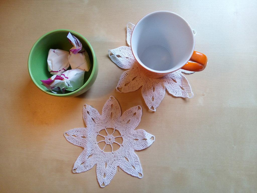 sotto tazza sotto bicchieri centrini uncinetto a forma di fiore stile shabby neo romantico servizi da tavola