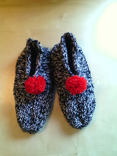 pantafole lana per donna fatte a mano babbucce calze per casa bianco nero con pompon rosso