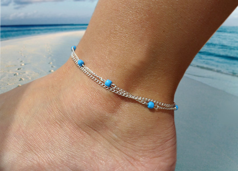 Cavigliera donna, con perline in vetro azzurro e catena color argento, bracciale caviglia