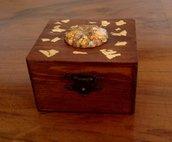 Scatolina in legno di frassino con fregio