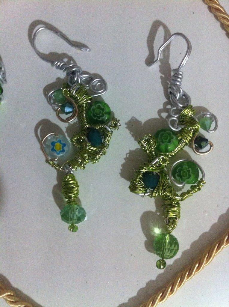 Orecchini colore verde tecnica wire