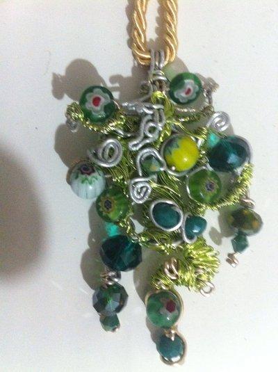 Collana wire amurrina e perline verdi