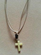 collana con ciondolo a forma di croce in aragonite