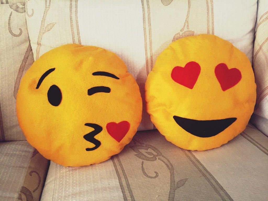 Cuscini decorativi emoticon innamorati per la casa e per - Cuscini decorativi ...