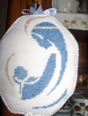 """Medaglione """"Capoculla/lettino"""" tutto realizzato a mano e ricamato a punto croce,adatto sia per un bimbo che per una bimba"""