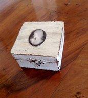 Scatolina Shabby Chic in legno di frassino