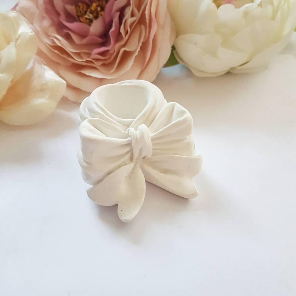 portacandela con fiocco in gesso ceramico