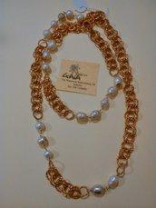 Collana lunga con catena color rame e perle di fiume alternate
