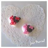 segnaposto primo compleanno, numero uno con minnie, bimba, confetti decorati a tema Minnie Mouse