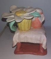 statuine,artigianale,eseguita interamente a mano raffigurante tavolo lenzuola,fiore,posate
