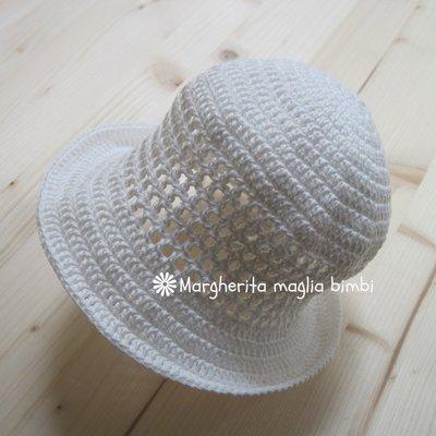 Cappellino/cappello neonata/bambina con trafori e tesa in cotone bianco - uncinetto - Battesimo