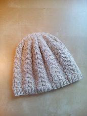 berretto cappello in lana donna fatto a mano tricot beige e oro con trecce stile sportivo elegante lavorato ai ferri